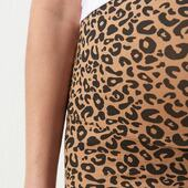 BACK IN STOCK 🌿🐆 — Enceinte, en post-partum, et longtemps après, porter des leggings c'est la vie. Oui, mais pas n'importe quel legging!  Ultra confortable, la taille haute se porte sur le ventre pendant la grossesse, repliée sur les hanches après (ou même toujours en taille haute après - pour faire du yoga c'est le top)  Notre legging léopard est à porter pendant toute votre grossesse, à glisser impérativement dans votre valise de maternité et à garder longtemps après!  Il va avec tout et donnera immédiatement un look cool à toutes vos tenues!  —  🇬🇧 During pregnancy, during your post-partum journey and long after, wearing leggings is the best. Yes, but spécial ones! Ours are so comfortable! The high waist can be worn on the belly during pregnancy, folded over the hips afterwards (or even still high waisted after - to do yoga it's the best)  Our leopard print leggings are made to be worn throughout your pregnancy, to slip into your maternity suitcase and to keep long afterwards. It goes with everything and will immediately give a cool look to all your outfits!  —  #nouveauchapitre #nouveaucorps #nouveauvestiaire ##mybodymychoice #maman #futuremaman #enceinte #grossesse #maternité #baby #babybump #postpartum #breastfeedingmom #motherhood #allaitement #cotonbio #maternityfashion #modedurable #jolibump