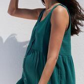 NEW IN 💚🌿 — ZOOM sur notre nouvelle robe Lana en lange 100% coton bio dans cette couleur vert émeraude. Ce qui me donne l'occasion de vous en dire plus sur notre démarche de sélection des matières.  Nous sommes ultra exigeantes sur la qualité de nos matières, issues de fibres naturelles ou éco-responsables, et fabriquées en Europe. On les choisit toujours avec un poids important afin que vos vêtements aient un sublime tombé et une durabilité maximale. Et nos modèles sont toujours très très généreux en quantité de tissu, on ne lésine jamais sur ce point et c'est cette alchimie entre un tissu de qualité et une coupe très étudiée qui fait que vous pouvez les porter avant, pendant et après la grossesse!  — — 🇬🇧 the first part of our summer collection is online! Our Lana dress is made of high-end double organic cotton gauze and is perfect to wear during your whole pregnancy, post-partum, breastfeeding and very long after!  —  #avantpendantapreslagrossesse   #nouveauchapitre #nouveaucorps #mybodymychoice #maman #futuremaman   #grossesse #maternité #stylethebump #postpartum #mumtobe #motherhood #allaitement #breastfeeding #slowfashion #modedurable #jolibump